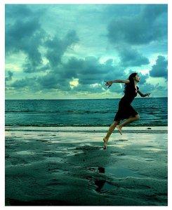 beach-bluex-clouds-girl-light-Favim.com-229854