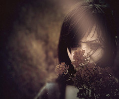 lonely_face_female_flowers_portrait_fear-ab71497f84ea996e815eda6fb9f8257d_h_thumb
