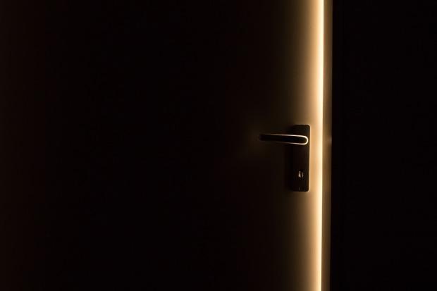 dark-1852985_960_720