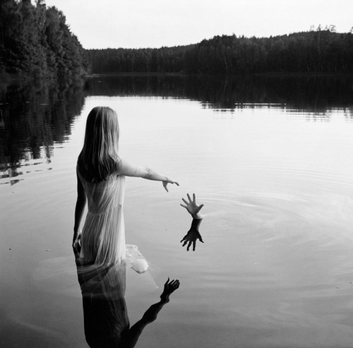 black-and-white-girl-nature-photography-Favim.com-356563
